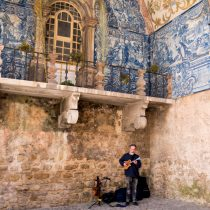 man-playing-stringed-instrument-obidos-portugal-copyright-2018-ralph-velasco